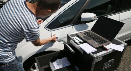 Identification de teintes peinture automobile Spies Hecker